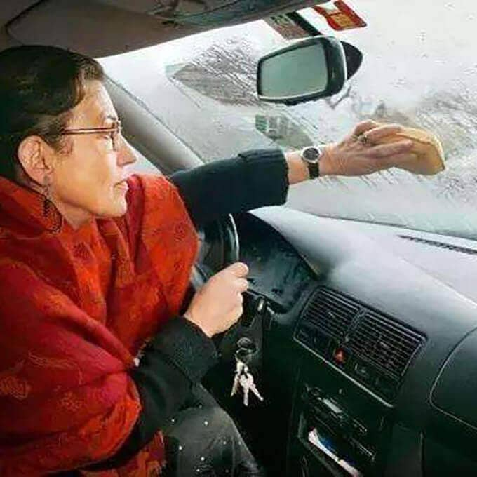 Windshield can not see clearly-in rainy and cold weather